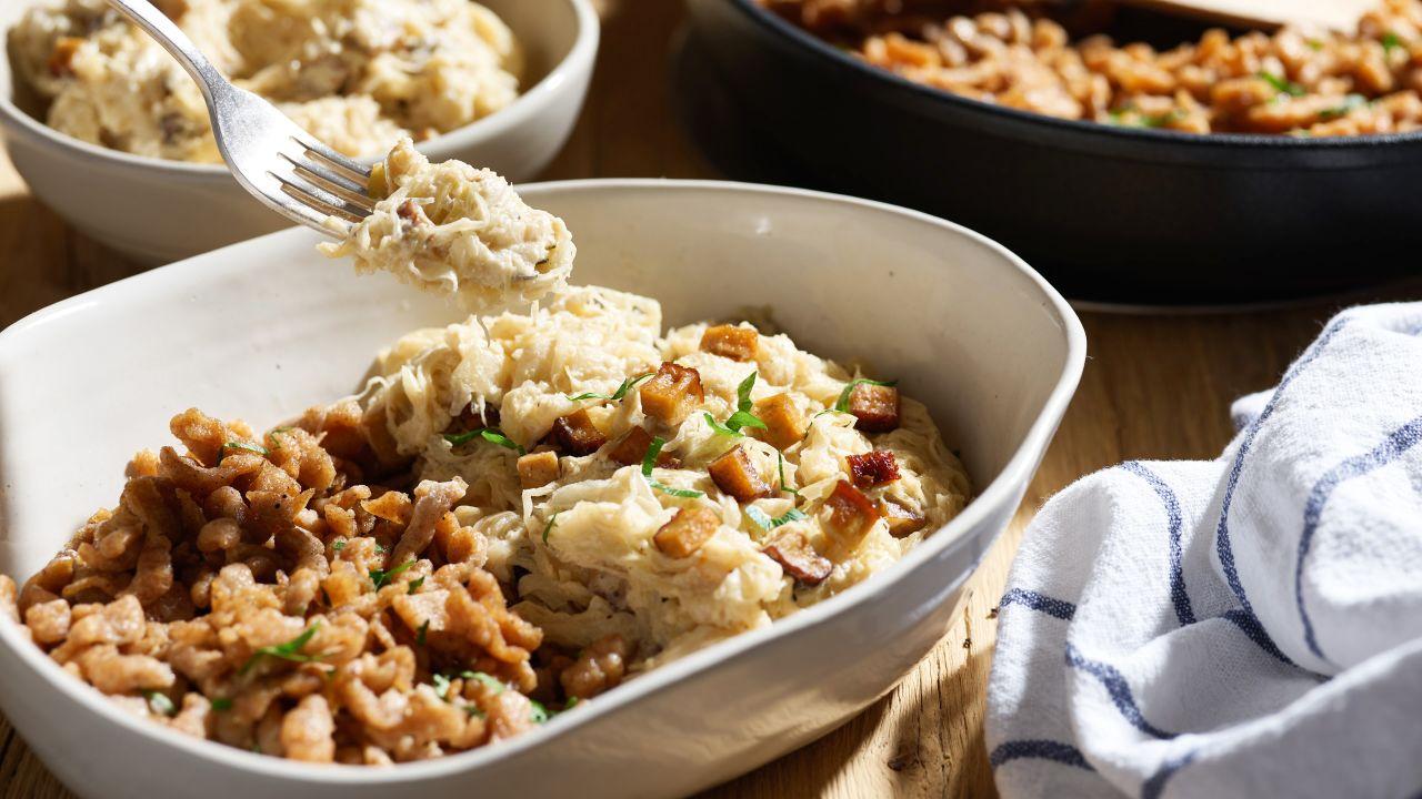 Dinkel-Spätzle mit Räuchertofu und Sauerkraut