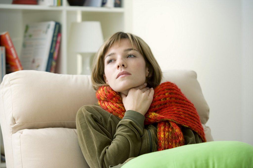 Erkältungszeit: Was gegen lästige Halsschmerzen hilft