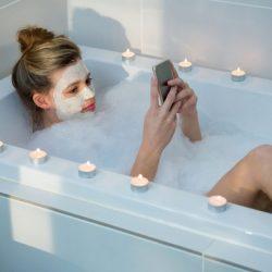 15-Jährige offenbar durch eigenes Handy in der Badewanne verstorben