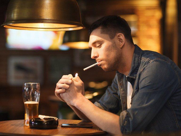 Rauchstopp: Bei starken Rauchern lohnt eine Kombination