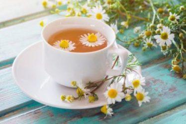 Bluthochdruck: Hohe Blutdruckwerte lassen sich auch mit diesem Tee vermindern