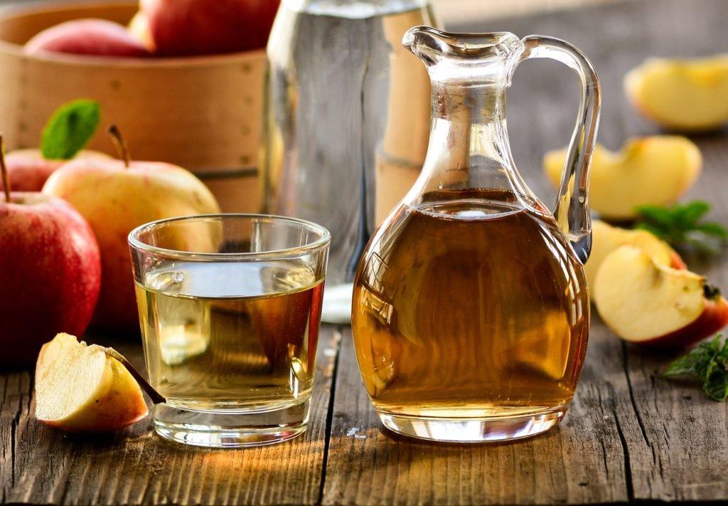 Diät-Hilfen: Täglich etwas Apfelessig aktiviert den Stoffwechsel an und fördert damit die Fettverbrennung