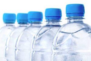 Kann Mineralwasser schlecht werden – und wie erkennt man das?