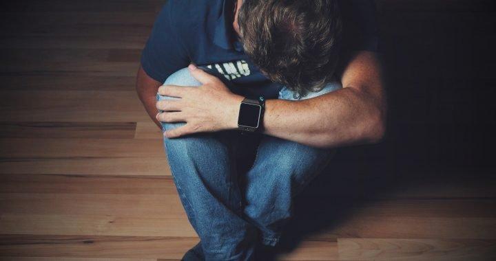 Stress im frühen Leben könnte, machen die Leute eher zur Entwicklung von Depressionen