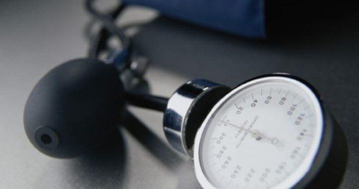 Erhöhten systolischen BP kann bis Risiko für Herzklappenerkrankungen