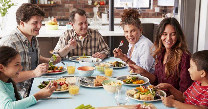 So bleiben Kinder schlank: Tipps für die Familienmahlzeit