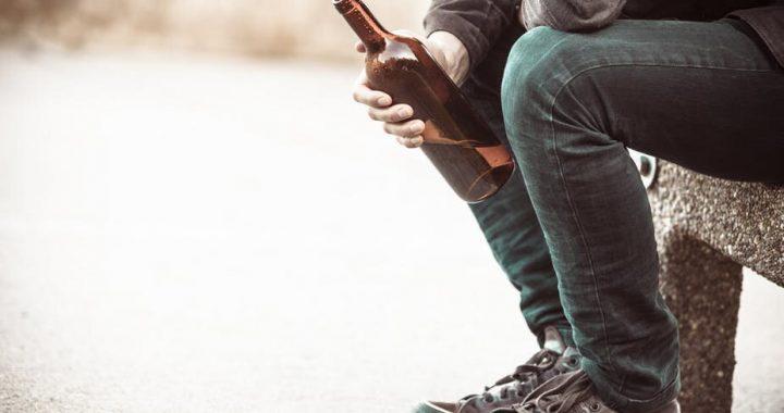 Alkohol-Steuern Schnitt seit 2013 und Tausende sind gestorben, als ein Ergebnis der neuen Forschung
