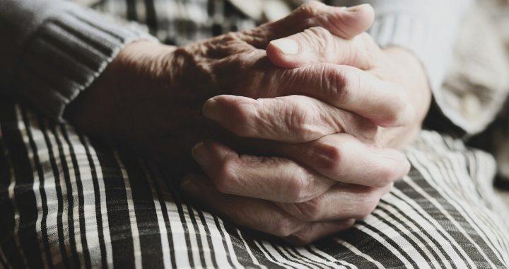 Intime partner Missbrauch kann zu Depressionen, Selbstmordgedanken im Alter