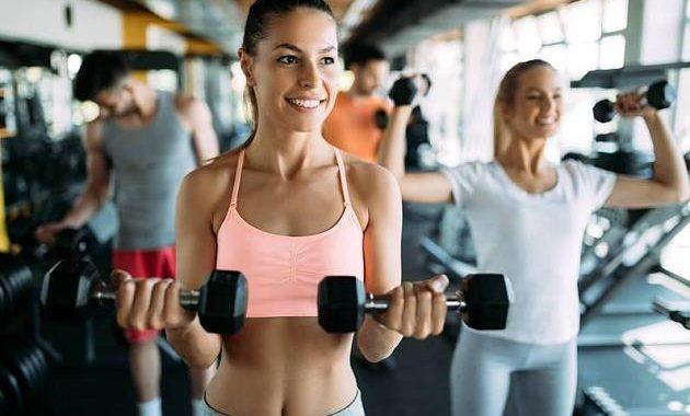 Stark ins neue Jahr: 4 Übungen für einen definierten Oberkörper
