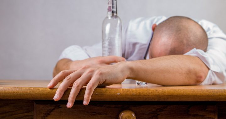 Alkohol Mindest-Einheit Preis sparen könnte fast 8.000 lebt im Norden von England