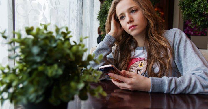 Teens verdrahtet sind, zu ärgern, hängt mit Eltern und abgeschnitten von Freunden während der coronavirus-lockdown
