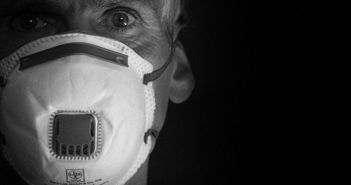 Sollten Sie eine Maske tragen, die im Supermarkt? Coronavirus Beratung hält zu ändern