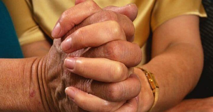 Pflege für Demenz-Patienten während der Pandemie? Versuchen Sie, diese stress-busting tips