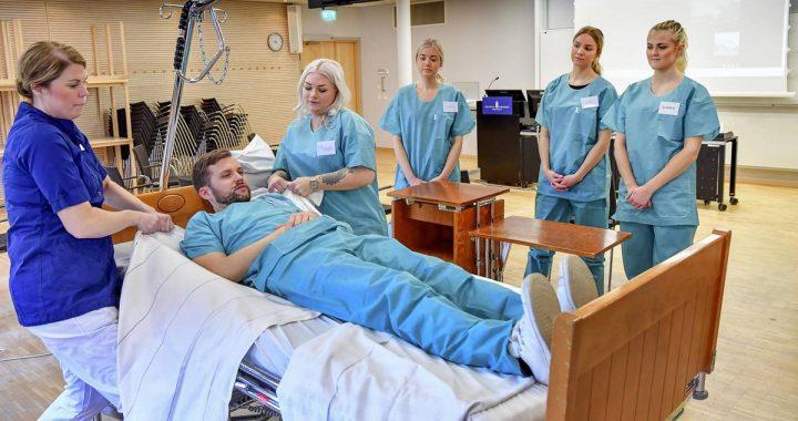 Umschulung in Schweden: Aus der Flugzeugkabine ans Krankenbett
