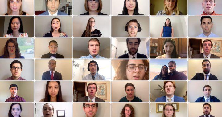 Medizinstudenten rezitieren Eid während der virtuelle Beginn Recognition Ceremony