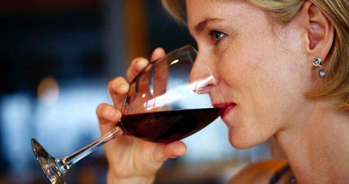 Drehen, um Wein während der lockdown? Hier erfahren Sie, wie schützen Sie Ihre Zähne