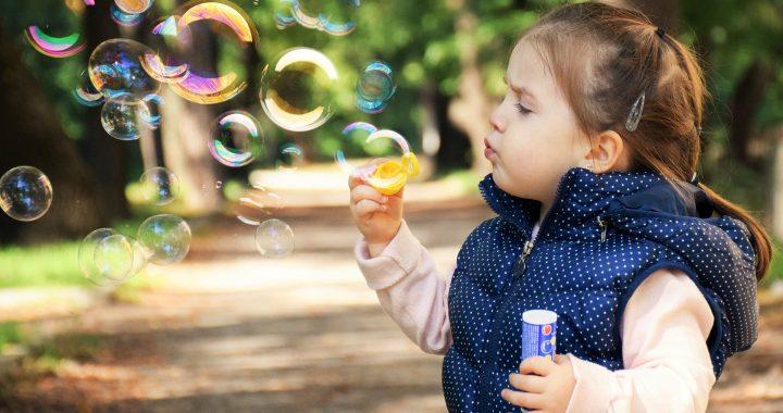 Kinder wollen aktiv zu verstehen und sich selbst auszudrücken, in Bezug auf das Corona-Virus