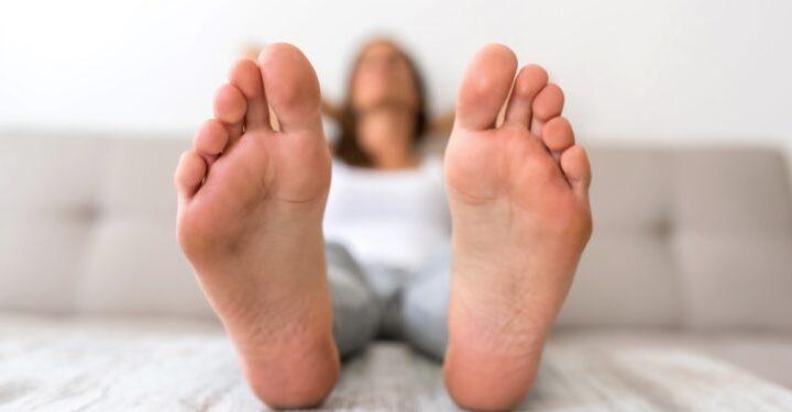 Schweißfüße: Einfache Maßnahmen gegen Fußgeruch – Naturheilkunde & Naturheilverfahren Fachportal
